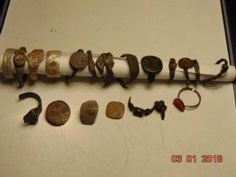 A collection of very old rings of 12 pieces.