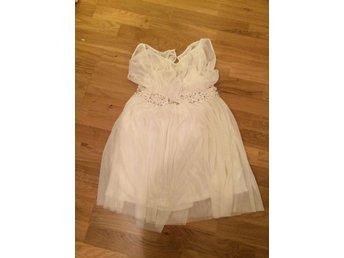 Vit klänning i tyll, storlek M (412670708) ᐈ Köp på Tradera