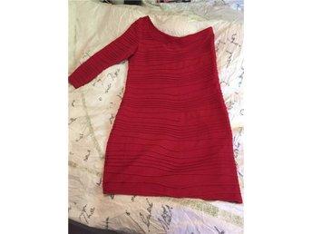 Röd enarmad klänning strl 10 - Rottne - Röd enarmad klänning strl 10 - Rottne