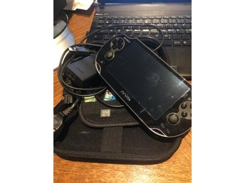 PS-paket - PS VITA, spel, 4GB minneskort, begagnat