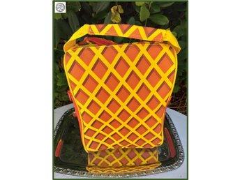Kexchoklad väska på rem upptill Perfekt till förskolan Fint skick