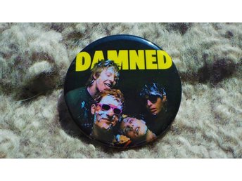 DAMNED - STOR Badge / Pin / Knapp (Stiff, 1977, Hot Rods, Punk, Pistols, Moped,)