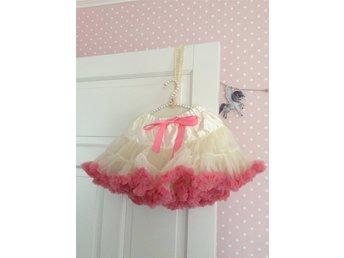 Tyllkjol Tyll deluxe kjol kalas Barnkläder vit .. (341506602) ᐈ Köp på  Tradera a97bdaa04e334