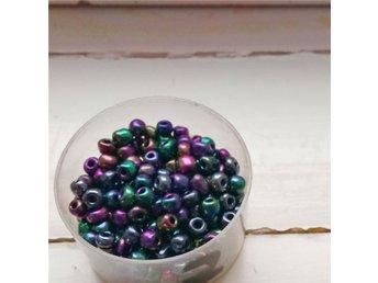 """Glaspärlor Svarta med aura-effekt """"Seed Beads"""" 6/0 - Skinnskatteberg - Glaspärlor Svarta med aura-effekt """"Seed Beads"""" 6/0 - Skinnskatteberg"""