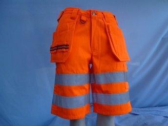 Javascript är inaktiverat. - Norrtälje - Orange Varsel Shorts med Silverränder, fickor mm. Har vad du behöver. Design Active Wear. Stl C 48. - Norrtälje