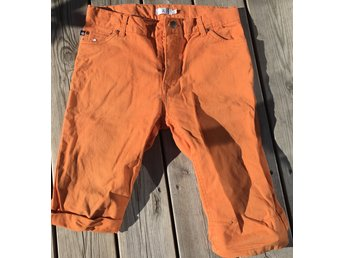 Orange härliga shorts stl 140