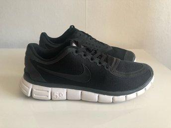 promo code 12c37 182a4 Svarta Nike skor sneakers gympaskor löparskor träningsskor stl 41