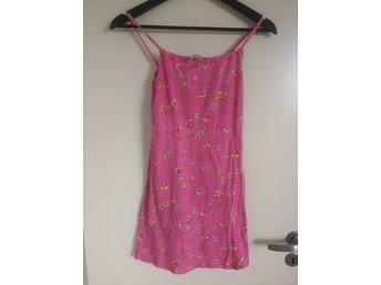 Rosa, blommig klänning från Benetton (412565510) ᐈ Köp på