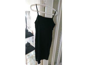 Svart klänning i storlek 42/44 - Boden - Svart klänning i storlek 42/44 - Boden