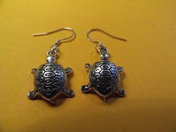 Sköldpadda örhängen / turtle earrings