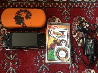 Sony PSP 2000+Street Fighter 3 Alpha+Twisted Metal