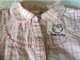 Hello Kitty blus från H&M storlek 104. - Ervalla - Hello Kitty blus från H&M storlek 104. - Ervalla