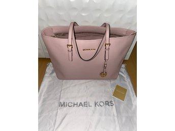 michael kors väska rosa litenm