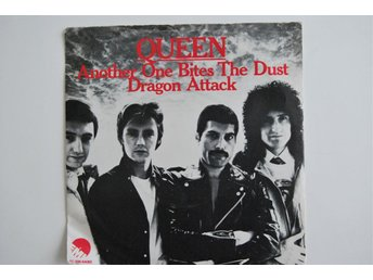 "Queen - Another One Bites The Dust   7"" vinyl singel  80 tal"