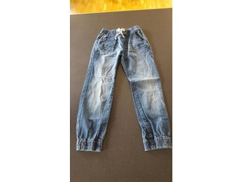 Jeans puffig model Lindex str 140
