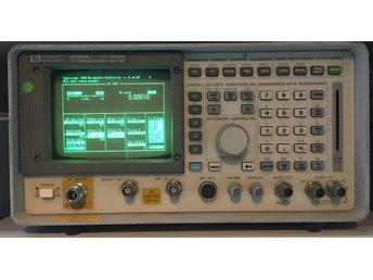 HP 8920A radio communication test set med massor av options