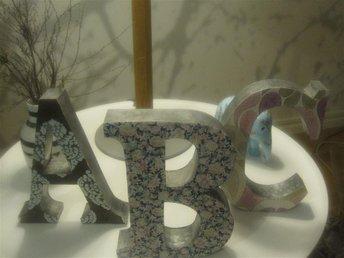 """Dekorativa tapetklädda bokstäver """"A B C"""" i zink - Norrtälje - Dekorativa tapetklädda bokstäver """"A B C"""" i zink - Norrtälje"""