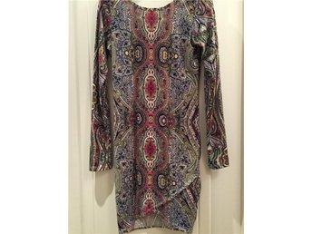 Fodralklänning i fantastiskt mönster aldrig använd! - Bromma - Fodralklänning i fantastiskt mönster aldrig använd! - Bromma
