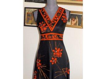 807d6337 Fantastisk Retro klänning med empireskärning och bara ärmar, Retro 60-70-tal