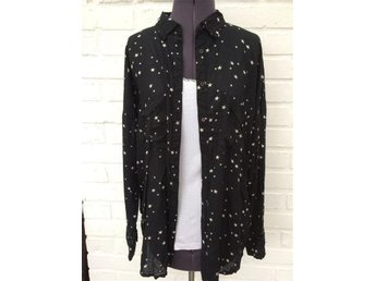 Bik Bok Härlig Skjorta blus i svart med stjärnor - Skövde - Bik Bok Härlig Skjorta blus i svart med stjärnor - Skövde