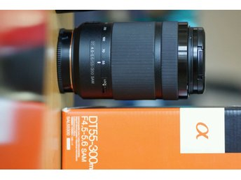 Sony DT 55-300mm F4.5-5.6 SAM zoom lens