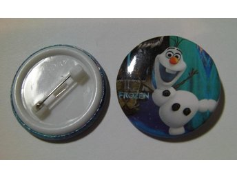 Nålknapp/Pins 3 cm Frost/Frozen Olaf nr 9 ** 1 st ** - Hovmantorp - Nålknapp/Pins 3 cm Frost/Frozen Olaf nr 9 ** 1 st ** - Hovmantorp