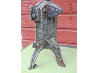 VERY OLD WEIGHT OF IRON