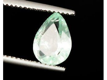 Certified 1.80 Cts Natural Colombian Green Pear Cut Emerald