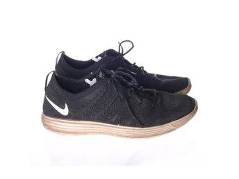 quality design eb036 b2f42 Nike, Träningsskor, Strl  42.5, Svart
