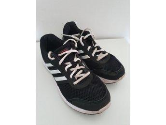 Adidas träningsskor svarta i storlek 38 23