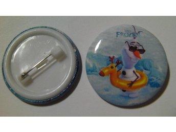 Nålknapp/Pins 3 cm Frost/Frozen Olaf med badring nr 11 ** 1 st ** - Hovmantorp - Nålknapp/Pins 3 cm Frost/Frozen Olaf med badring nr 11 ** 1 st ** - Hovmantorp