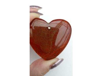 Javascript är inaktiverat. - Oskarström - Jag säljer en vacker agat med hål upptill att använda som hänge. Formad som ett hjärta. Gul/vit/brun eldagat/spindelvävsagat. Inbetalning till mitt ICA-konto eller med Swish. Frakt betalas av köparen (9:- emballage 1:-). - Oskarström