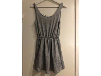 Grå klänning, Bikbok, stl XS34 (380972372) ᐈ Köp på Tradera