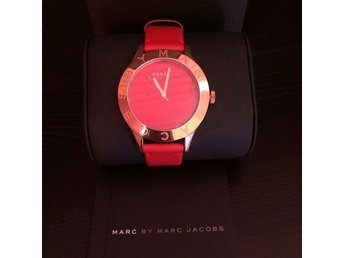 Marc Jacobs blade etched logo watch rose gold red / one size