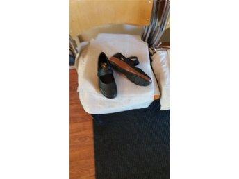 Javascript är inaktiverat. - Lesjöfors - Ballerina skor från reiker. Använda en gång. De är för stora till mig - Lesjöfors