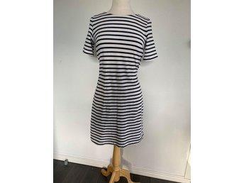 Randig klänning i trikå   Lindex