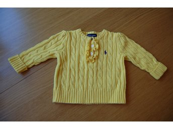 Javascript är inaktiverat. - Stockholm - A very cute and classic baby girl sweater with buttons and volang on neckline. Condition: Worn, in great condition. See all photos for details. - Stockholm