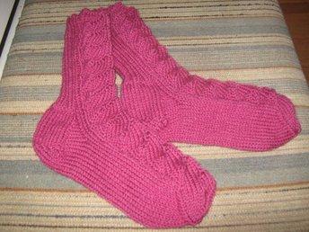 Javascript är inaktiverat. - Kvissleby - sockor, hemstickade , modell bäddsockor ,damstorlek. rosa 100% akryl - Kvissleby
