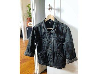 Gråsvart jeansjacka (389027267) ᐈ Köp på Tradera