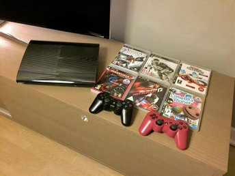PS3 Super Slim 500GB, 2 kontroller och 6 spel