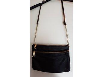 Väska H&M svart 3 fack