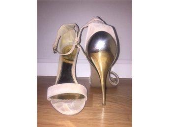Beiga och guldiga sandaler strl 41 - Skövde - Beiga och guldiga sandaler strl 41 - Skövde