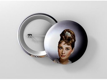 Audrey Hepburn Breakfast At Tiffanys Pin / Knapp / Badge Stor 57mm