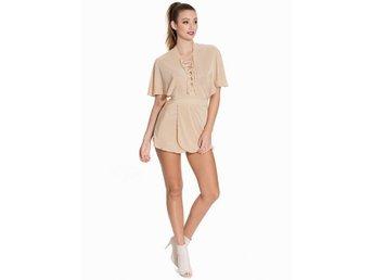 nyskick jumpsuit romper nude färg från nelly 34-36 - Lycksele - nyskick jumpsuit romper nude färg från nelly 34-36 - Lycksele