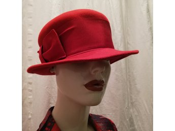 Vintage retro damhatt hatt röd assymetrisk med brett band och rosett filt 018c3066ea18b