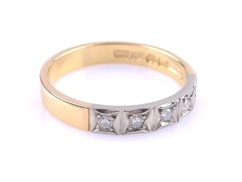 RING, 0,10ct, 18K, ø: 17,8mm, 3,48g, 5 briljanter totalt: 0,10ct, guld, b: 3,2mm