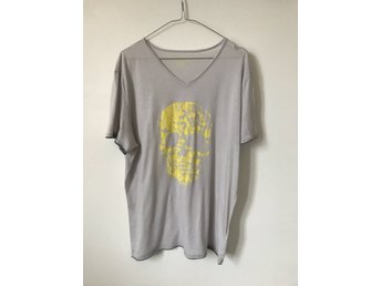 Zadig & Voltaire t-shirt tempo bis light grey/ yellow scull. Sz XL.