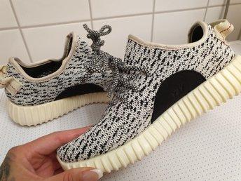 FRAKTFRIA Adidas 36 boost street sneakers svarta vita