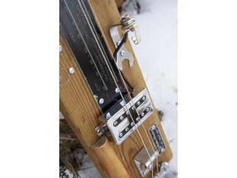 Lap steel, diddley bow, elgitarr