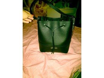 Dkny svart väska - Skärhomen - Dkny svart väska - Skärhomen